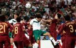 图文-墨西哥跻身十六强丰塞卡冲破对手包围