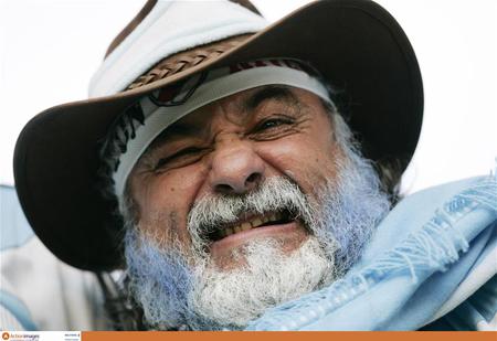 笑容可掬的白胡子老爷爷