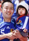 图文-世界杯赛场上的宝宝秀日本小姑娘有些腼腆