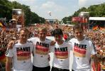 图文-德国国家队盛大庆祝会教练组成员合影留念