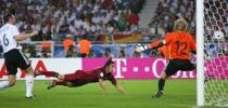 图文-[世界杯]德国3-1葡萄牙戈麦斯鱼跃冲顶