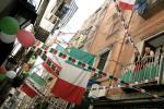 图文-意大利国内球迷备战决赛张灯结彩好像过节