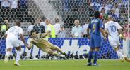 图文-[世界杯决赛]意大利VS法国齐达内点球破门