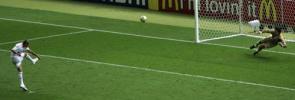 图文-世界杯法国队屈居亚军特雷泽盖罚丢瞬间