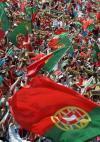 图文-球迷热烈欢迎葡萄牙队回国街头成为欢乐海洋