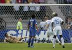 图文-齐达内勺子点球破门法国取得领先优势
