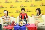 图文-长沙超女十强新浪聊世界杯李薇薇搞怪表情