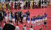图文-2006年德国世界杯开幕式法国队步入会场