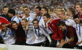 图文-德国3-1葡萄牙获世界杯第三德国赛后庆祝