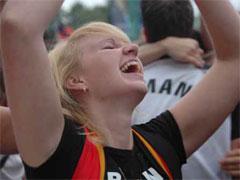 世界杯赛场狂喜时刻:梦想得以实现攻势足球的收获