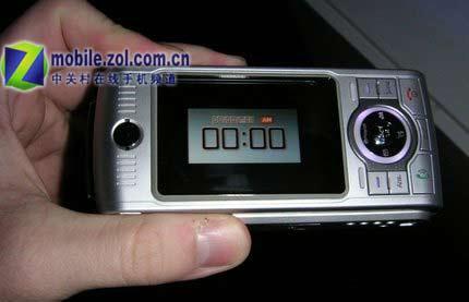 CTIA05:摩托300万大炮手机轰击众人眼球
