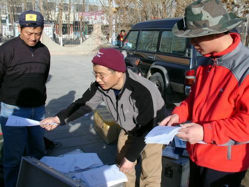 组图:测量队出发前部署测量任务