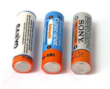 充电电池和假冒三洋代工的其他品牌的充电电池充斥着各大卖场