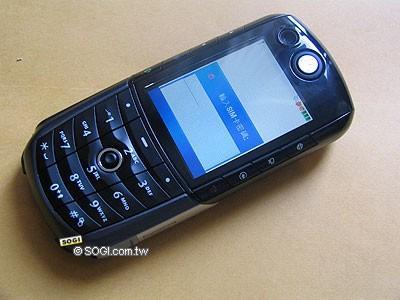 迎接3G摩托罗拉百万像素3G手机E1000报到