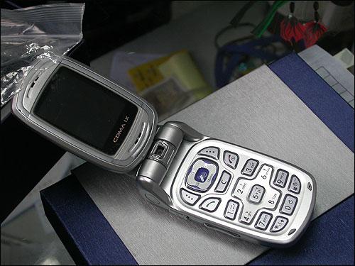 别具一格三星百万像素横屏手机E159到货(3)
