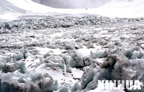 珠峰地区绒布冰川加速消融令人担忧(组图)