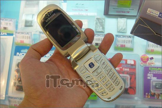 两头不靠岸三星新款手机E628尴尬登场(图)