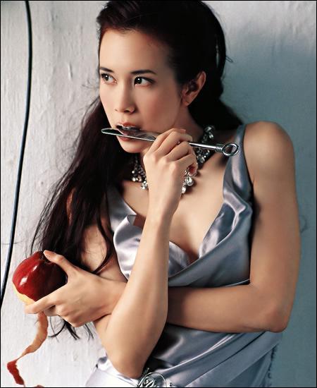 美女遇上音乐时尚MP3与当红女星的千丝万缕(2)