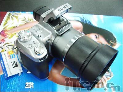刚刚上市便降价防抖相机索尼H1狂泻200元