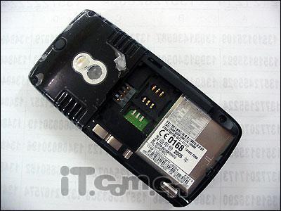 MOTO智能机促销E680i赠送两块电池