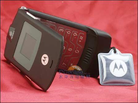 吸引眼球摩托罗拉C网超薄V3c银色小降150