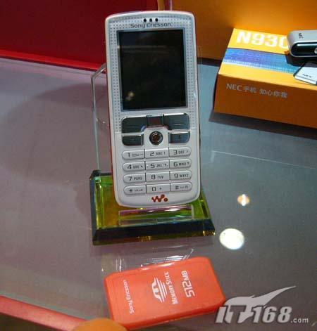 再度失守欧版索爱W800滑至3400元
