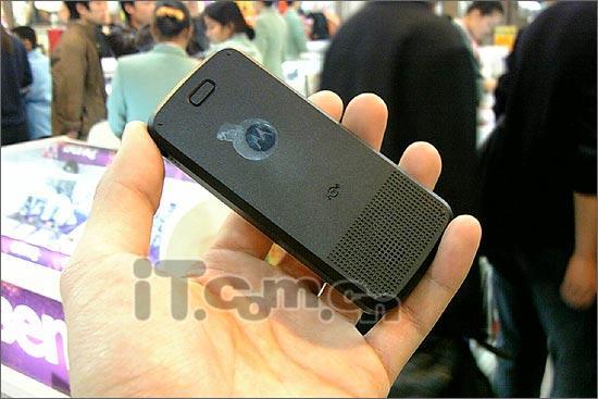 锐薄FM手机摩托罗拉直板机C168低价上市