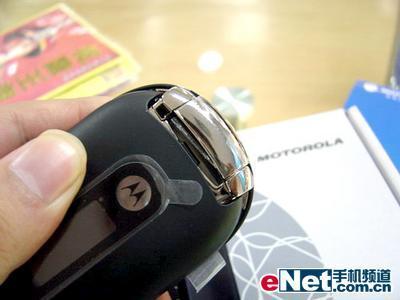 创新设计摩托罗拉鹅卵石手机U6售2370元