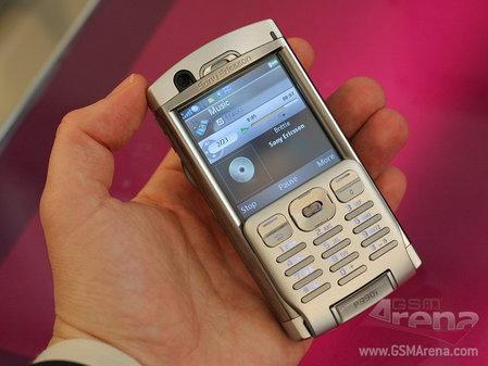3GSM索尼爱立信新机难掩机皇P990风采