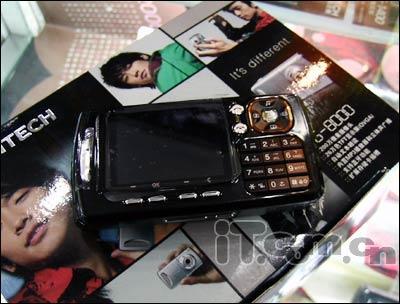 RAIN的代言泛泰另类横屏手机PG8000到货