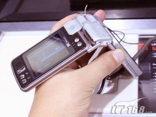 全球首款360度翻转屏幕手机LGSB120亮相