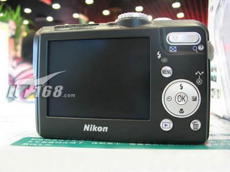 800万像素无线强机2499元购买尼康P1