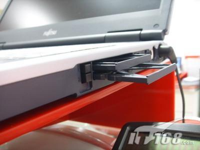 富士通宽屏笔记本促销送512MB苹果MP3