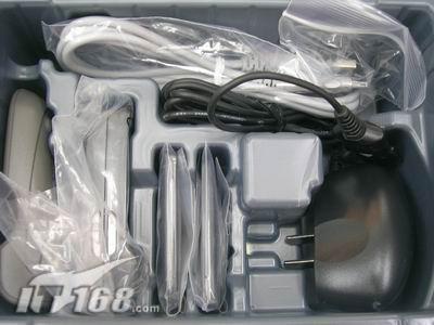 变相降价三星滑盖机E888仅3050送蓝牙耳机
