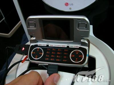 LG展出全球第一款多边形3D游戏手机