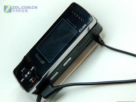 1GB音乐机CeBIT把玩超细身三星S4300
