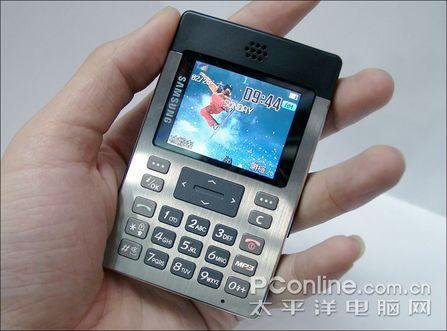 只有8.9mm厚三星超薄直板手机P300到货