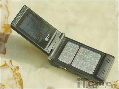 旋屏设计LG超薄200万像素G912降500元