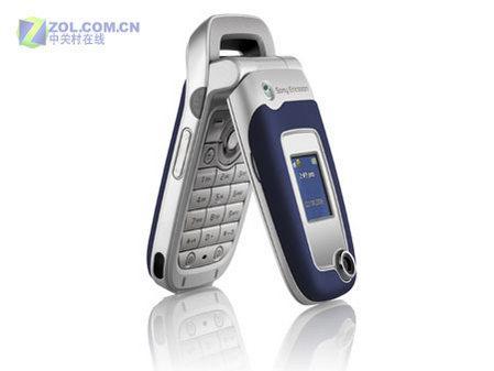 图为索尼爱立信公司的新款翻盖手机Z525a-PTT强力增援 索尼爱立信Z