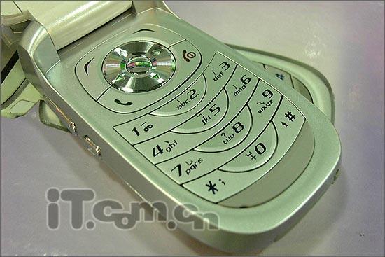 雄风不在三菱折叠女性手机M520只卖880元