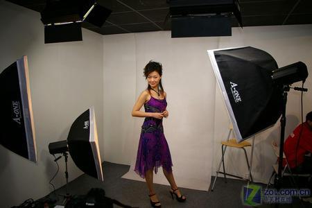 国际摄影器材展:佳能人像模特惹眼