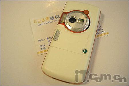 音乐手机索爱W800仅售2350还送礼