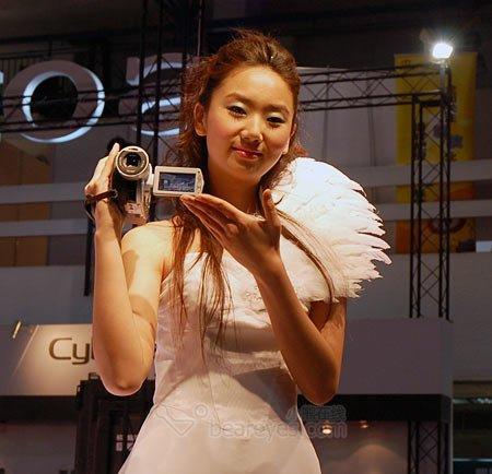 P&E2006博览会索尼展台的摄像机女郎