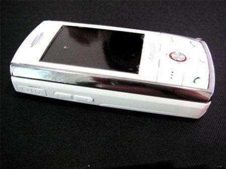 清纯亮相白色版三星D808欧版仅售2750
