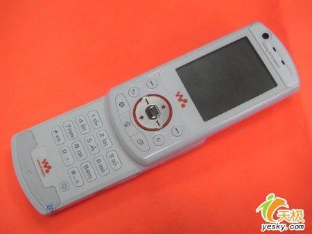 白色真疯狂索爱旋屏音乐W900i仅售4290