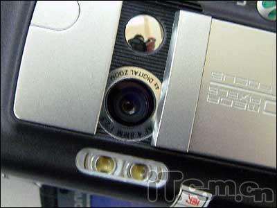 索爱双面摄像手机K750改版市场2100售