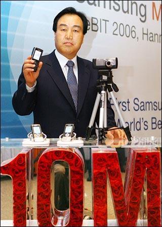 热门话题:数码相机将被拍照手机取代吗