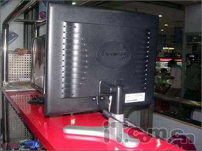 逆势降价17寸8ms名牌液晶显示器卖1499元
