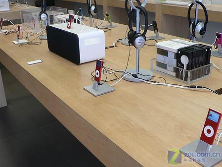红色版苹果iPodnano真机精美图欣赏(9)