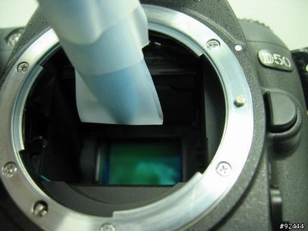 网友展示用3M胶带对感光元件进行除尘